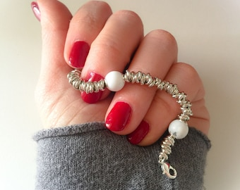 Knot bracelet with howlite