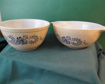 2 Vintage Pyrex Homestead Beige And Blue Mixing/Serving Bowls