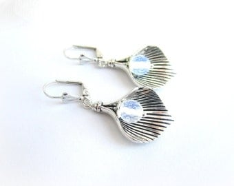 Calla flower earrings, moonstone earrings, opalite earrings, white earrings, flower earrings, bridal earrings, opalite flower earrings
