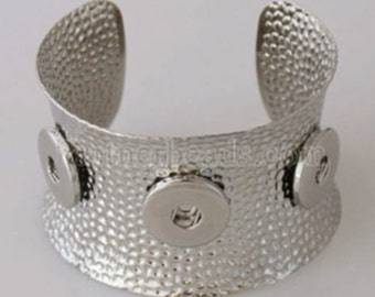 Large Hammered 3 Button Cuff