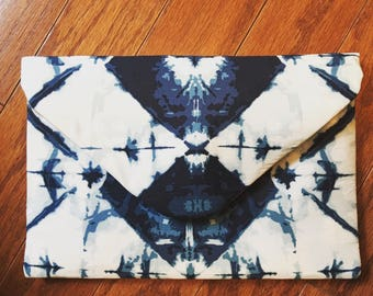 Indigo and white geometric print envelope clutch with magnetic snap closure