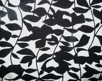 Fabric - Jersey fabric - Black and white leaf print - viscose/elastane jersey knit.