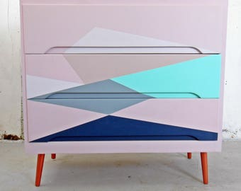 Chest of Drawers/ Mid Century/ 4 Drawers/ Geometric/ Hand Painted Vintage Chest/ Retro Chest of Drawers/ Blush Pink/Mid Century Dresser