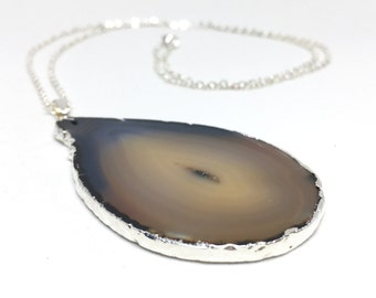 Agate Necklace // grey agate pendant, gray agate slice, geode necklace, gray necklace, boho jewelry, bohemian necklace, gold necklace