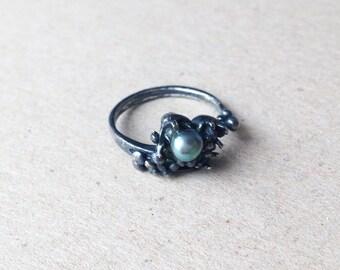 V11-Ring Black oxidized sterling silver, black pearl.