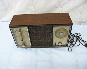 Vintage Working Zenith AM/FM Radio