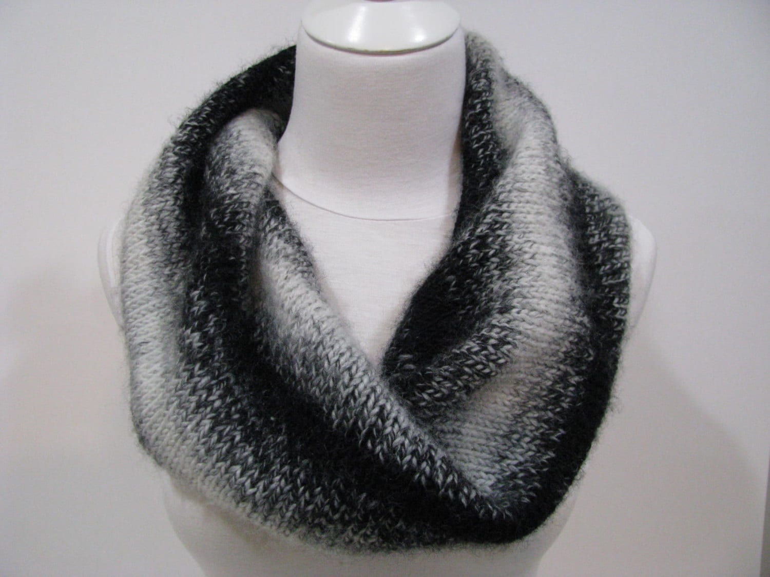 Knitted Scarf Pattern Twisted Seamless Circular Tubular Scarf