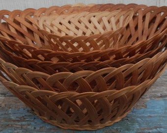 Vintage Set of 5 Matching Baskets!
