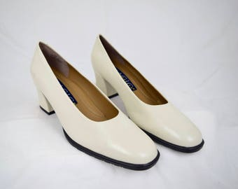 NEW Old Stock Off-White Leather VINTAGE Pumps / Square Heels / Size 8.5 / Andrew Geller