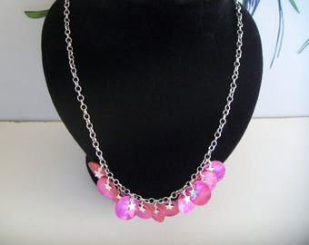 Pearly pink sequin collar