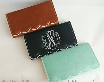 Personalized Embroidered Scalloped Wallet