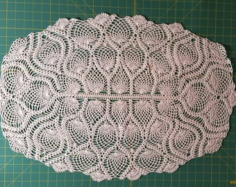 White pineapple point hand crocheted dresser scarf doilie
