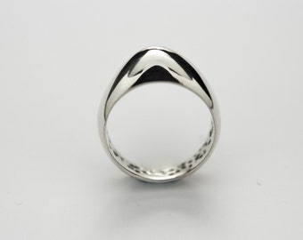 Sterling silver. Dome ring, egg shape, oval. Kourba collection