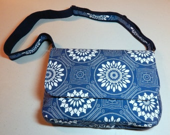 Blue & White Dot Print Chemo Pump Bag/Purse with White/Grey Lining