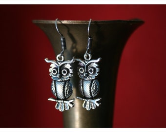 Ullu, playful earrings from Tibetan silver