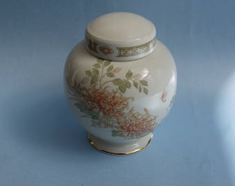 St. Michael, >Chrisanthemum< Limited Edition Ginger Jar  Marks & Spencer made in England  vintage, very good condition