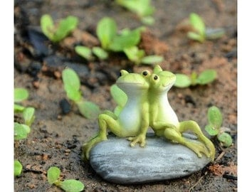 Fairy Garden  - Frog Friends On Stone - Miniature