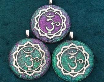 Set of 3 Sanksrit Crown Sahasrara 7th Chakra-Tuning Orgone 30mm Pendants 72 energy harmonizing crystals Quartz black cord silver chain