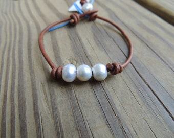 Pearl and leather bracelet - Boho bracelet - leather bracelet - pearl bracelet -  beach bracelet - June birthstone - leather and pearl