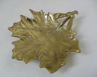 CANADIAN SUGAR MAPLE 1950s Vintage Brass Dish Leaf Dish Pin Dish Metal Dish Virginia Metal Crafters Cast Brass Leaf Trinket Dish Canada Gift