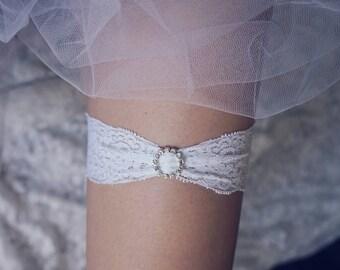 White lace wedding garter, bridal garter, gift for bride , single garter, keepsake garter, toss garter, wedding gift, rhinestone garter