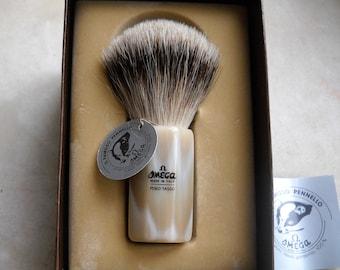 Shaving Brush Omega. European Grey badger hair, natural hair shaving brush. Handle handmade of natural horn. Size 12.  Single specimen.