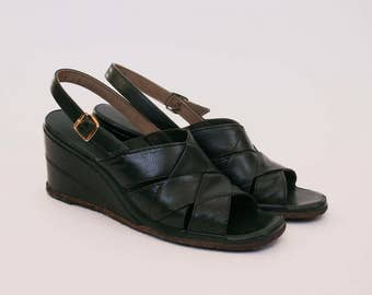 Vintage 1970's Joyce  - Green Leather - Woven Leather Sandal - Wedges - 7  - Sling Back - Chunky Heel - Peep Toe Wedge Sandal
