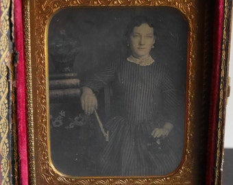 Antique Daguerreotype Photograph of Lovely Young Lady, 1/6th Plate, Mother of Pearl Thermoplastic Union Case, Gutta Percha Book Case