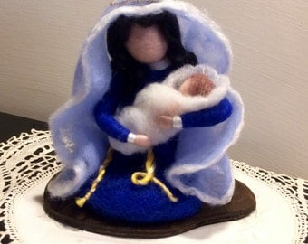 Needle felted Nativity dolls, Waldorf inspired, Wool Christmas Nativity scene: Mary with Jesus, Soft sculpture Christmas decoration