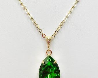 Emerald Crystal Pendant Green Swarovski Bridal Gift Green Sparkly Necklace Emerald Bridal Necklace Green Bridesmaid Gift Mother of the Bride