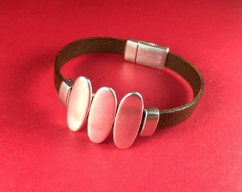 3/7 MADE in EUROPE 3 zamak oval sliders, 10mm flat cord sliders, 10mm leather cord sliders, zamak sliders (9276-0077) Qty3