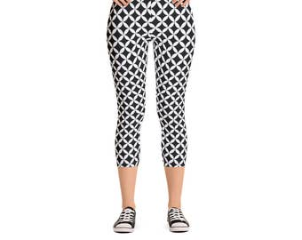 Overlapping Circle Leggings - Women's Active Wear Full Length or Capri Pants - Black & White Yoga - Sizes XS to XL - Polyester/Spandex