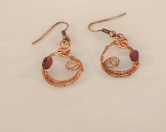 Copper earrings, round earrings, pendant earrings, earrings with garnet, copper and garnet, wire wrapped, red gemstones, wire earrings