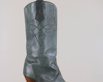"1980s Grey Leather Cowboy Boots - High Heel Cowboy Boots - 3.5"" Heel - Interior Lined In Sheep Skin - Size 8 - Made In Canada - Winter Boots"