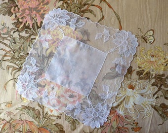 Antique tulle lace hanky. Embroidered tulle lace handkerchief - Mouchoir en tulle, dentelle brodée - Fazzolletto ricamato -