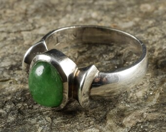 Size 7.5 Green TOURMALINE Ring - Tourmaline Crystal Jewelry, Natural Gemstone Ring, Sterling Silver Ring, Green Tourmaline Jewelry J1042
