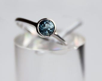 Gorgeous natural blue aquamarine ring in sterling silver