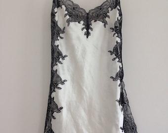 1990s Ivory white silky wet look satin slip with black lace / La Senza Vintage Lingerie