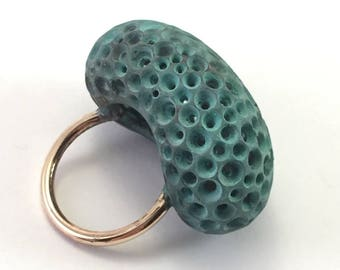 Ring volume in hollow bronze patina