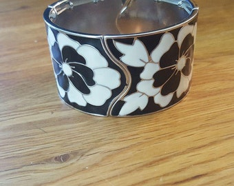 Black and white flower bracelet