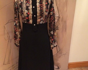 Stunning vintage 70's full length dress black and floral pattern ideal for party approx size 12