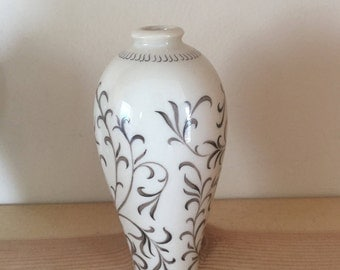 Miniature Vase Cream and Brown Delicate Decoration
