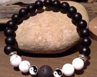 110) Bracelet  aromathérapie en onyx noire, howlite et lava agrémenté de billes Yin Yang