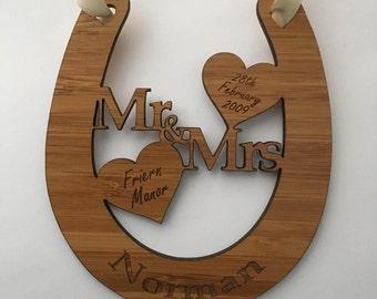 Personalised wedding horseshoe, wooden wedding horseshoe, wedding keepsake, bride and groom gift, wedding present, lucky horseshoe