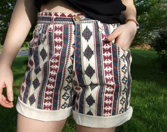 Vintage 80s Comfy High Waisted Aztec Printed Shorts