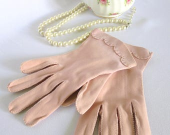 Vintage Pink Gloves, Pink Suede Gloves, Gloves, 40s, Accessories, Suede, Vintage, Pin up, Dress up, Scalloped Edge