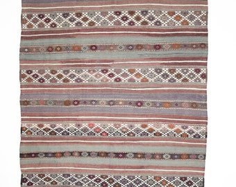 Vintage Kilim from the region of Balikesir with nice patina. 260 x 146cm. Shipping from Germany.