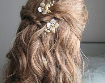 Gold hair pins with flower and pearls