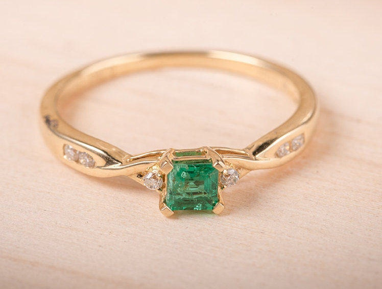 princess cut emerald ring yellow gold engagement ring