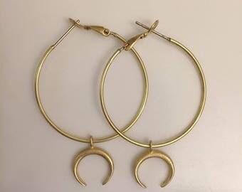 Alicia~Hoop earrning with a half moon~dangle horn earring~crescent moon hoop earring~gold hoop earring~90s earrings~90s hoop earrings~trendy